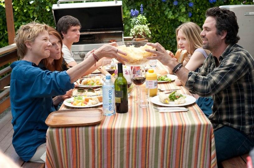 """""""Wszystko w porządku"""" to nowoczesne spojrzenie na rodzinę... w krzywym zwierciadle"""