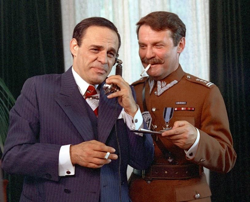 Wszystko zaczęło się od przyjęcia, na którym Dyzma spotyka Waredę (Leonard Pietraszak). /East News/POLFILM