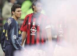 Wtorkowe derby Mediolanu zostały przerwane w 73. minucie /AFP