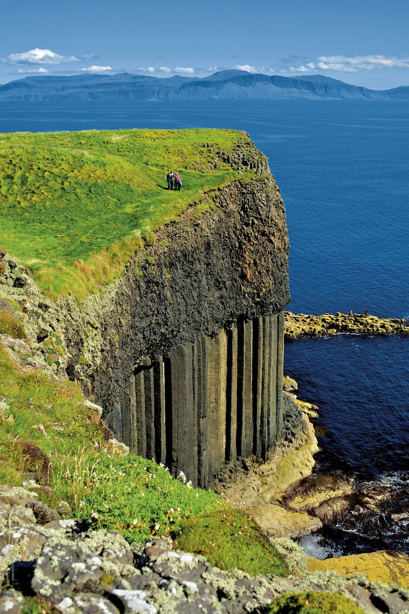 Wulkaniczna wyspa Staffa na Oceanie Altantyckim została okrzyknięta przez Brytyjczyków ósmym cudem świata /Twój Styl