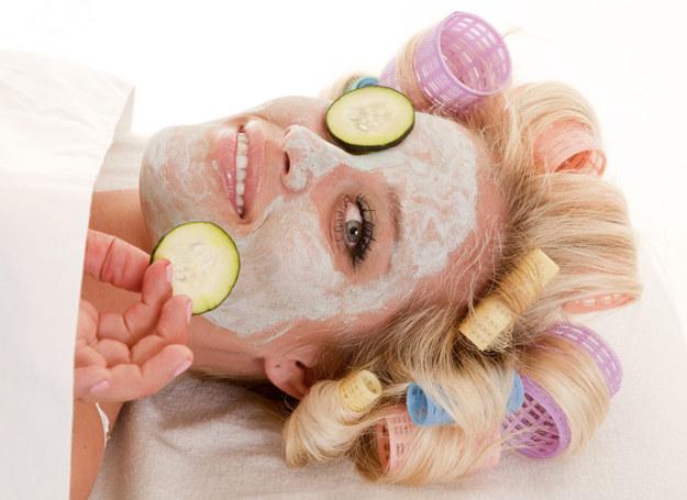 Wybieraj kosmetyki wygodne w użyciu, w przeciwnym razie odłożysz je i staną się bezużyteczne /123RF/PICSEL