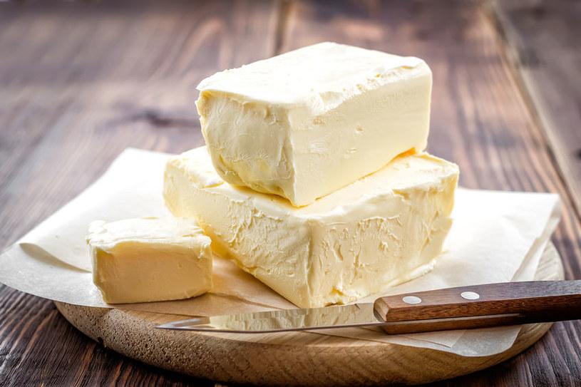 Wybierajmy prawdziwe masło, bez dodatku olejów roślinnych, unikajmy kupowania miksów /123RF/PICSEL