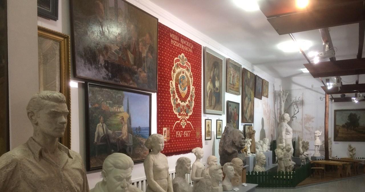 Wybierz się na wirtualny spacer po Muzeum Sztuki Socrealizmu w Kozłówce!