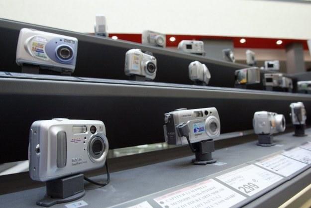 Wybór odpowiedniego dla nas aparatu cyfrowego może być trudny i wymaga namysłu /AFP