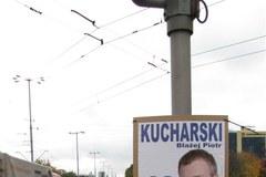 Wyborcze plakaty zagrażają kierowcom