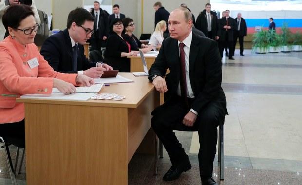 Wybory prezydenckie w Rosji. Media informują o cyberatakach. Blokada konsulatów na Ukrainie