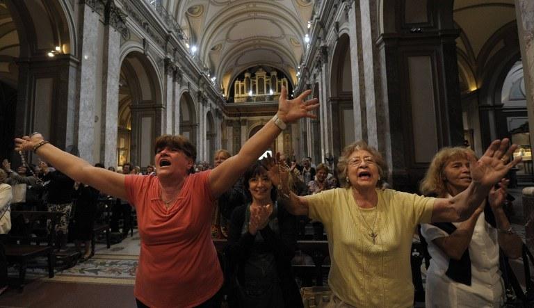 Wybuch radości wiernych w Buenos Aires /AFP