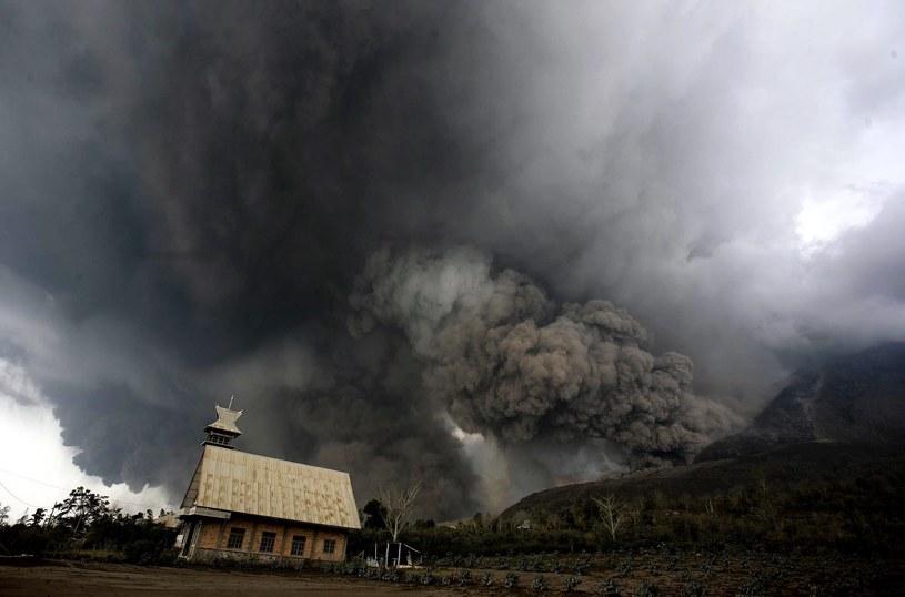 Wybuch wulkanu Sinabung /PAP/EPA