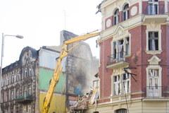 Wyburzanie kamienicy po wybuchu w Katowicach