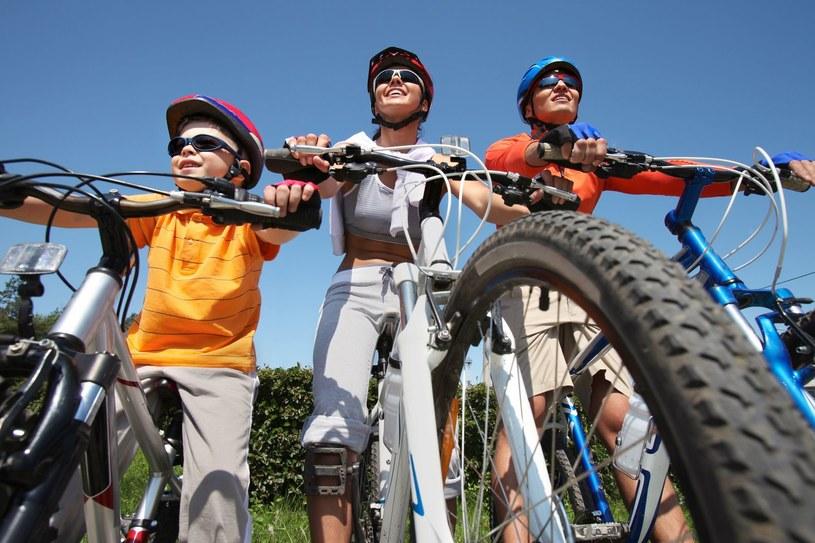 Wycieczka rowerowa to dobry pomysł, ale z umiarem /123RF/PICSEL