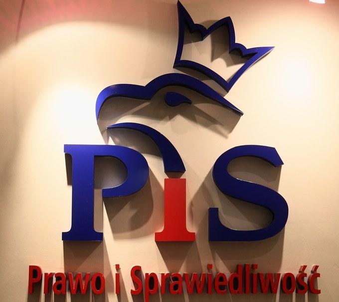 Wycofał się z list PiS-u po tym jak wyszło na jaw, że wcześniej pracował jako striptizer /East News