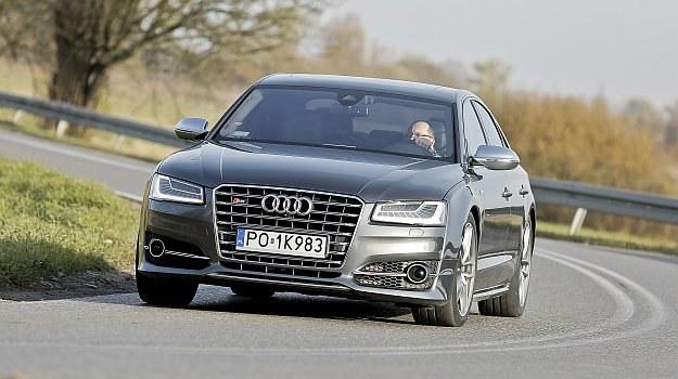 Wyglądem eleganckie S8 nie różni się bardzo od słabszych wersji Audi A8. /Motor