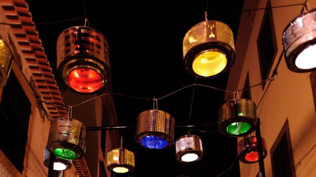Wyjątkowa instalacja nad portugalską ulicą
