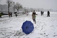 Wyjątkowo ciężka zima utrudnia życie Japończykom