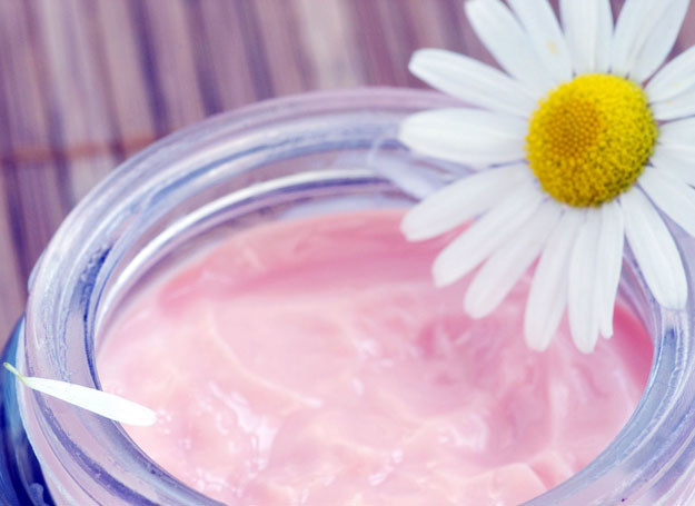 Wykorzystaj do domowych zabiegów wielofunkcyjne kosmetyki /123RF/PICSEL