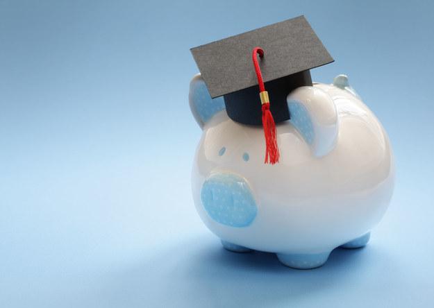 Wykształcenie się opłaca /123RF/PICSEL