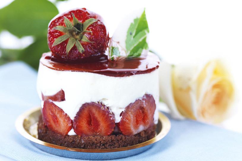 Wykwintny tort serowy /©123RF/PICSEL
