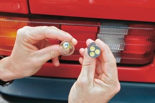 Wymiana żarówek na LED-owe jest niezgodna z przepisami. /Motor