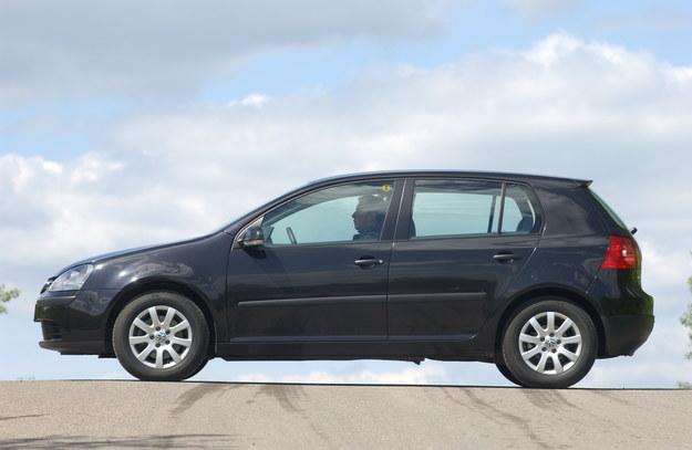Wymiary Golfa 5D: długość – 421 cm, szerokość – 176 cm, wysokość – 152 cm. Rozstaw osi: 250 cm. Wersje kombi oraz sedan mają identyczny rozstaw osi, ale są dłuższe o 35 cm (456 cm). /Motor