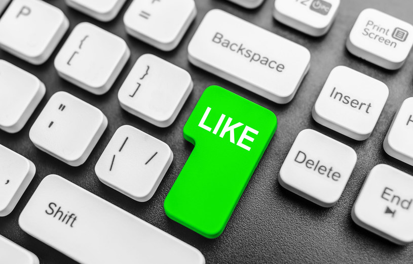 """Wymuszanie """"lajków"""", oszukiwanie internautów i fałszywe informacje - to smutna codzienność na Facebooku /©123RF/PICSEL"""