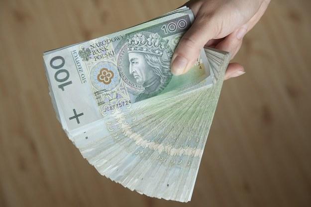 Wynagrodzenia pracowników zatrudnionych na stanowiskach o takiej samej nazwie i wykonujących teoretycznie podobne czynności mogą się różnić nawet o tysiące złotych /123RF/PICSEL