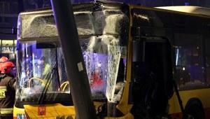Wypadek autobusu w centrum Warszawy, są ranni