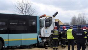 Wypadek autobusu w Katowicach. Dziewięć osób poszkodowanych
