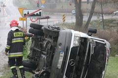 Wypadek busa koło Wieliczki