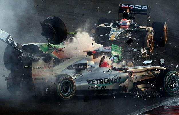 Wypadek Michaela Schumachera z Vitantonio Liuzzim na Yas Marina w Abu Zabi /AFP
