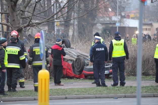 Wypadek spowodował - prawdopodobnie celowo - pijany i naćpany 26-latek /PAP