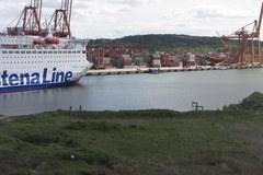 Wypadek w Gdyni. Prom uderzył w suwnicę