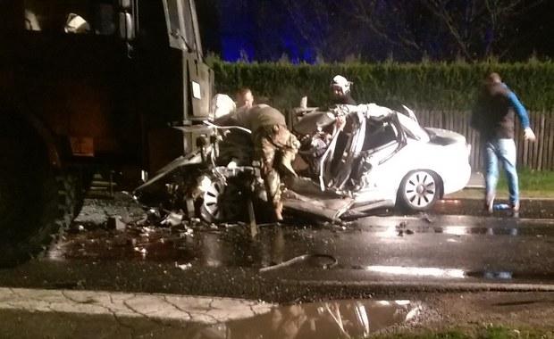 Wypadek z udziałem dwóch wojskowych ciężarówek. Nie żyją dwie osoby