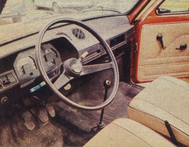 Wyposażenie wnętrza samochodu jest funkcjonalne, ale dość skromne. /Motor