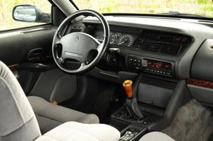 Wyposażenie wszystkich wersji było bardzo bogate, łącznie z klimatyzacją automatyczną. Obecność skrzyni manualnej nie spodobała się potencjalnym klientom. /Motor