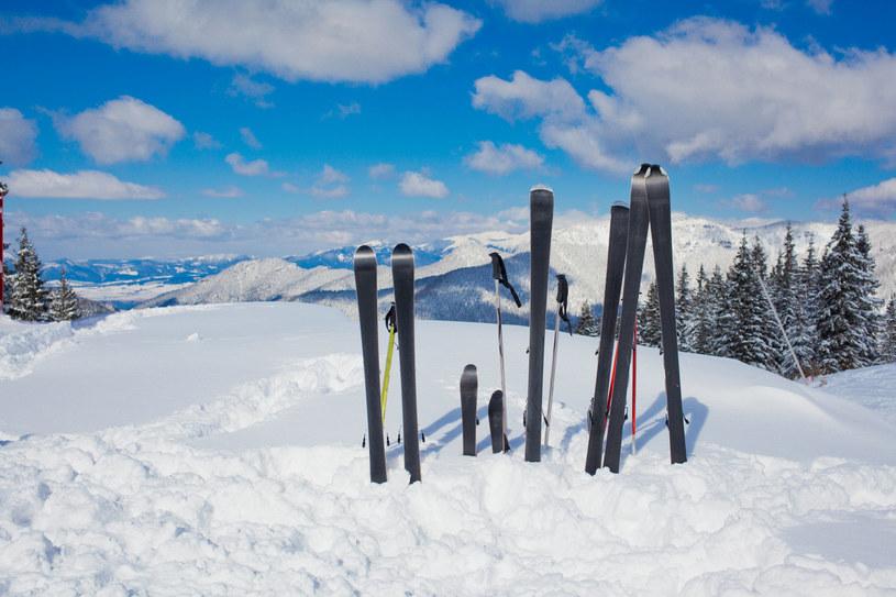 Wypożyczalnie nart wprowadziły nową zasadę /123RF/PICSEL