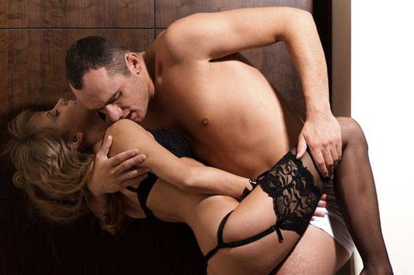 """""""Wyprowadź"""" seks poza sypialnię. Miłosne igraszki w kuchni czy przepokoju zapobiegną nudzie /©123RF/PICSEL"""