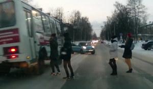 Wyprzedzanie na przejściu dla pieszych. Autobusem