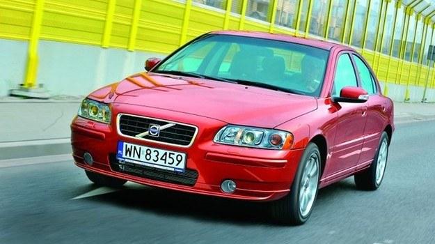 Wyróżnikiem S60 z lat 2007-2009 są kierunkowskazy w lusterkach bocznych. /Motor