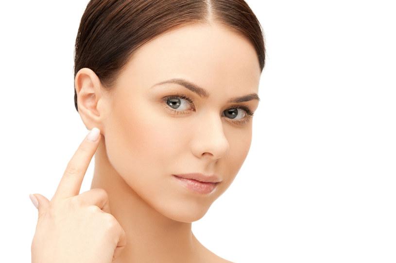 Wyrzuć patyczki - mogą być niebezpieczne dla uszu /123RF/PICSEL