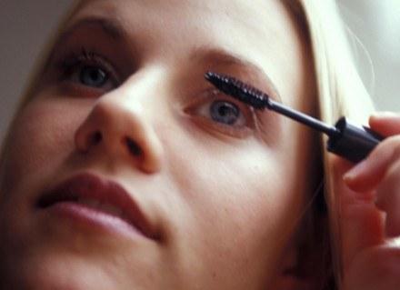 Wyrzuć przeterminowane lub zepsute kosmetyki /ThetaXstock