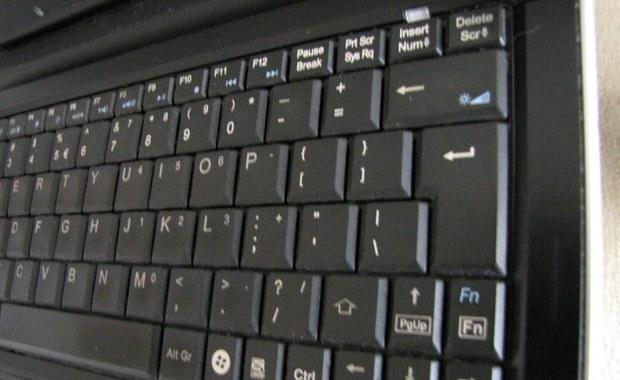 """Wyrzucił laptopa przez okno, bo """"zawiesił się system""""..."""