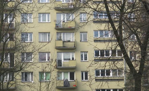 Wyskoczyła czy wypadła z okna na 3. piętrze? Policja wyjaśnia przyczyny wypadku 17-latki