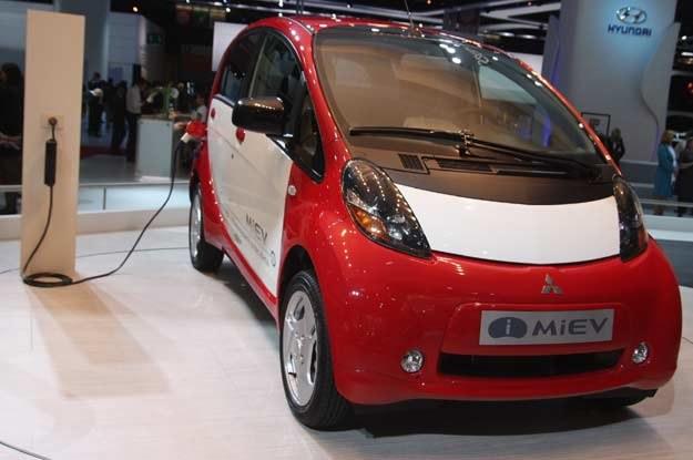 Wysoki koszt baterii wywindował cenę i-MiEV-a bardzo wysoko /INTERIA.PL