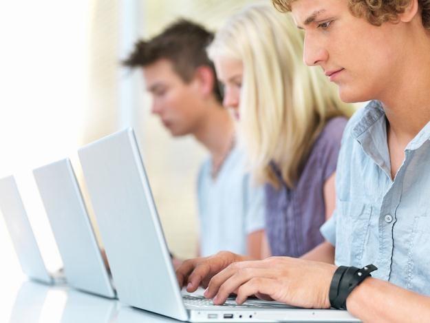 Wysoki poziom bezrobocia wśród absolwentów wyższych uczelni utrzymuje się od wielu lat /© Panthermedia