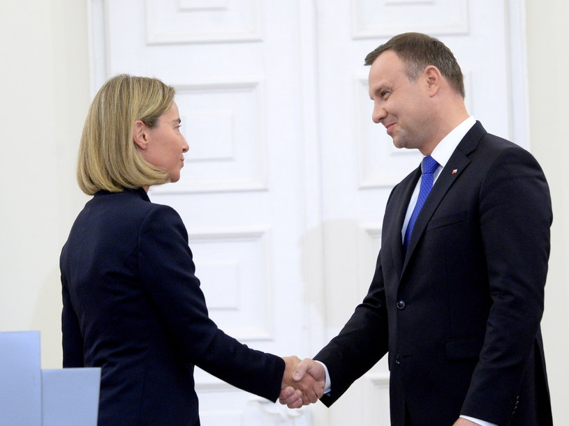 Wysoki przedstawiciel Unii do spraw zagranicznych i polityki bezpieczeństwa Federica Mogherini oraz prezydent Andrzej Duda /Jacek Turczyk /PAP