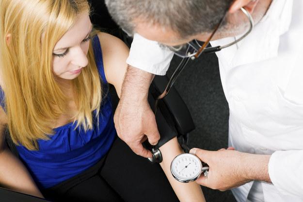 Wysokie ciśnienie krwi jest główną przyczyną inwalidztwa i śmierci na świecie /© Glowimages