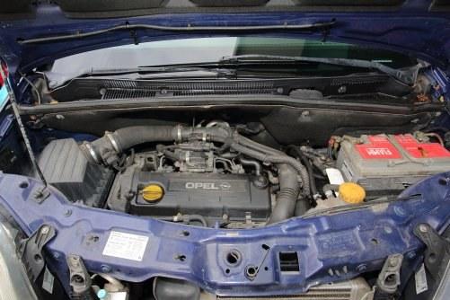 Wysokoprężnej jednostce 1.7 DTI trudno wystawić jednoznaczną ocenę. Jest ekonomiczna, ale pracuje głośno. /Motor