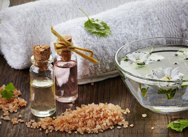 Wystarczy dobrać właściwy olejek, by ujędrnić ciało /123RF/PICSEL
