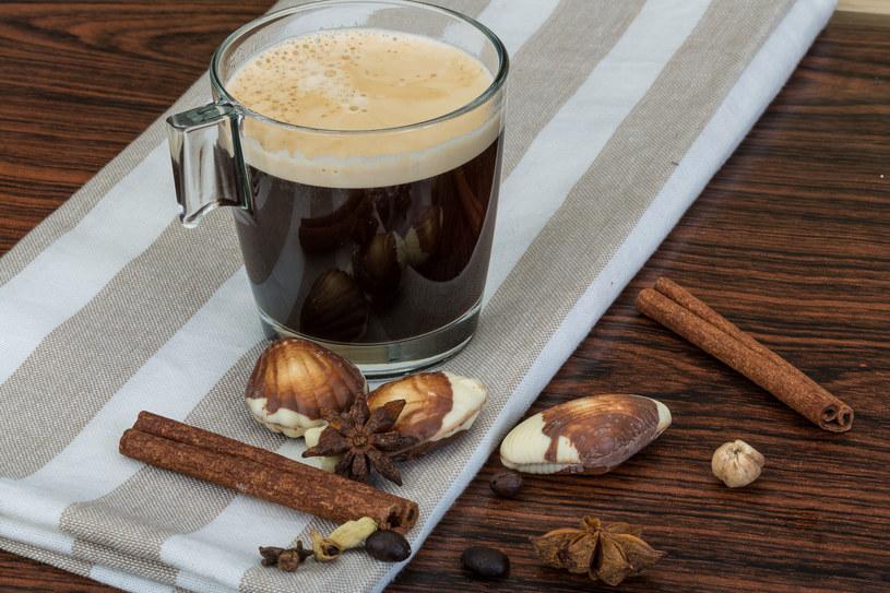 Wystarczy dodać kilka nietuzinkowych dodatków, aby kawa nabrało nowego smaku /©123RF/PICSEL