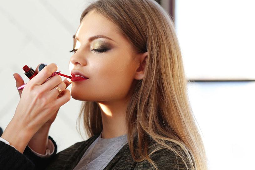 Wystarczy kilka sprawdzonych kosmetyków, by zatuszować niedoskonałości /©123RF/PICSEL